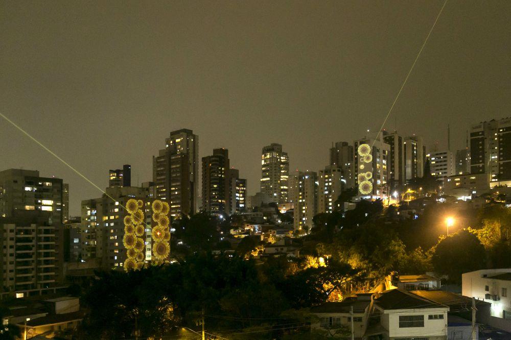 São Paulo ganha jardim vertical de girassóis no Dia Mundial de Prevenção do Suicídio