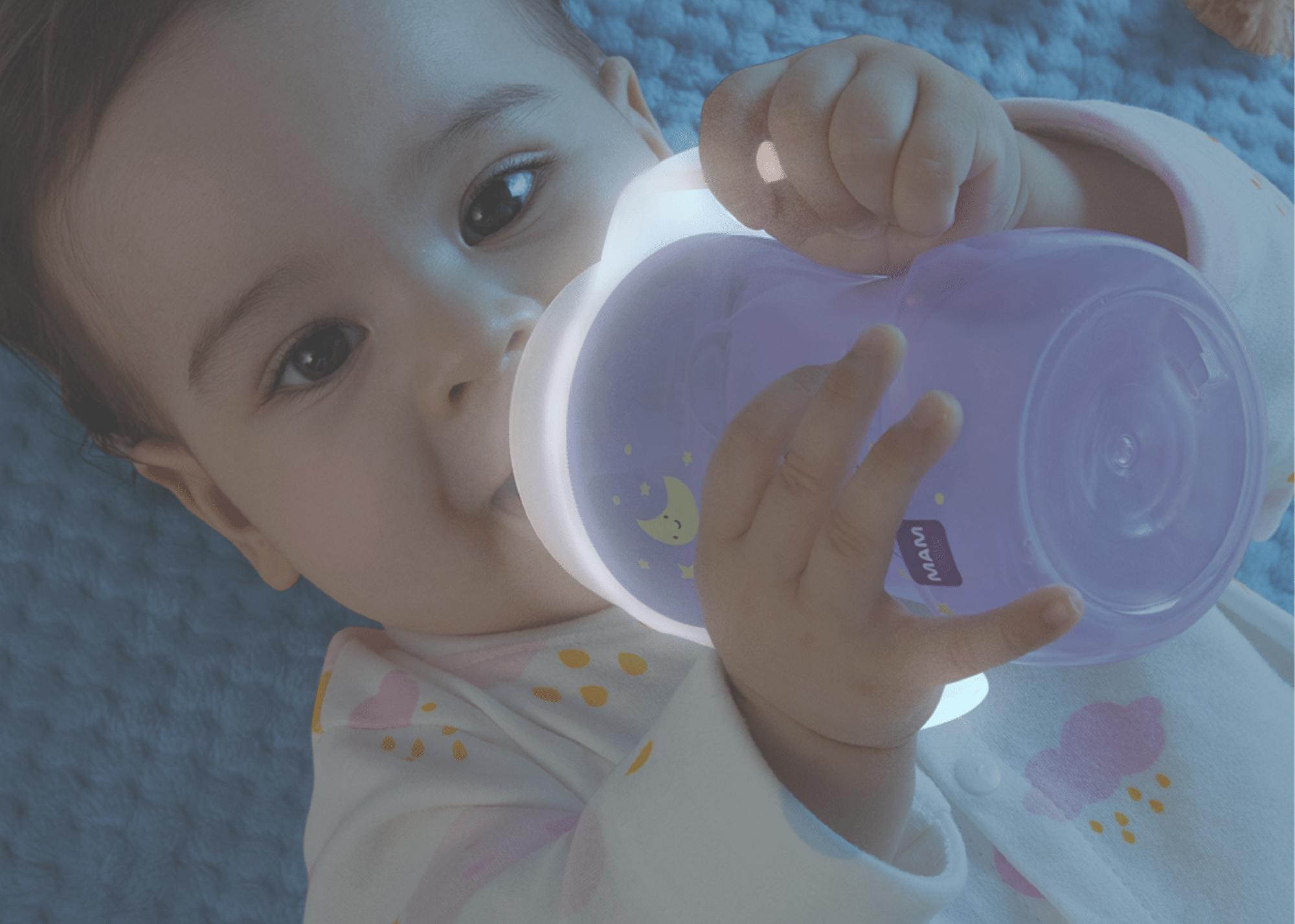 MAM Baby lança copo que brilha no escuro